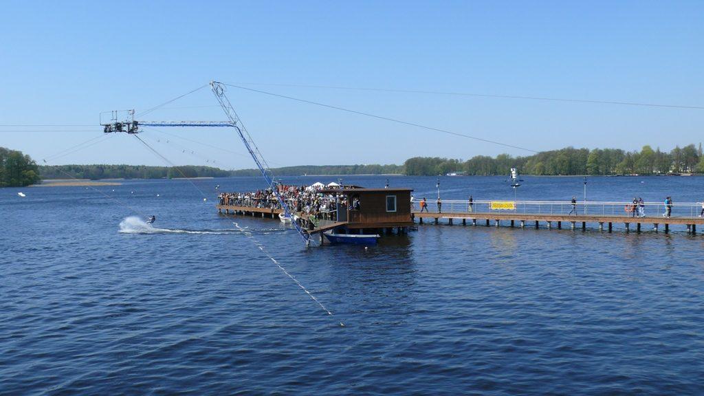 Wyciąg do nart wodnych na jeziorze Trzesiecko
