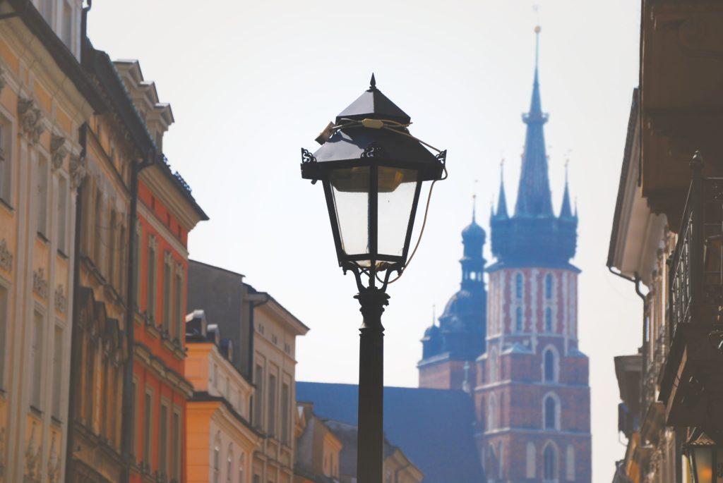 wieża kościoła mariackiego w Krakowie widok z ulicy Florianskiej