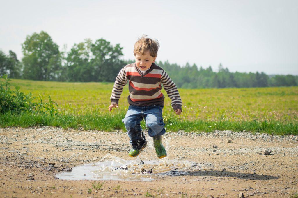 co zabrać na wakacje z dzieckiem na wieś