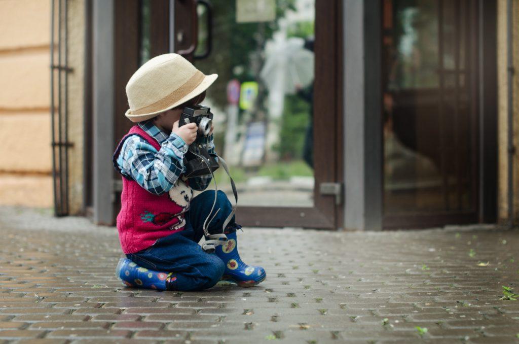 co zabrać na wakacje z dzieckiem - aparat