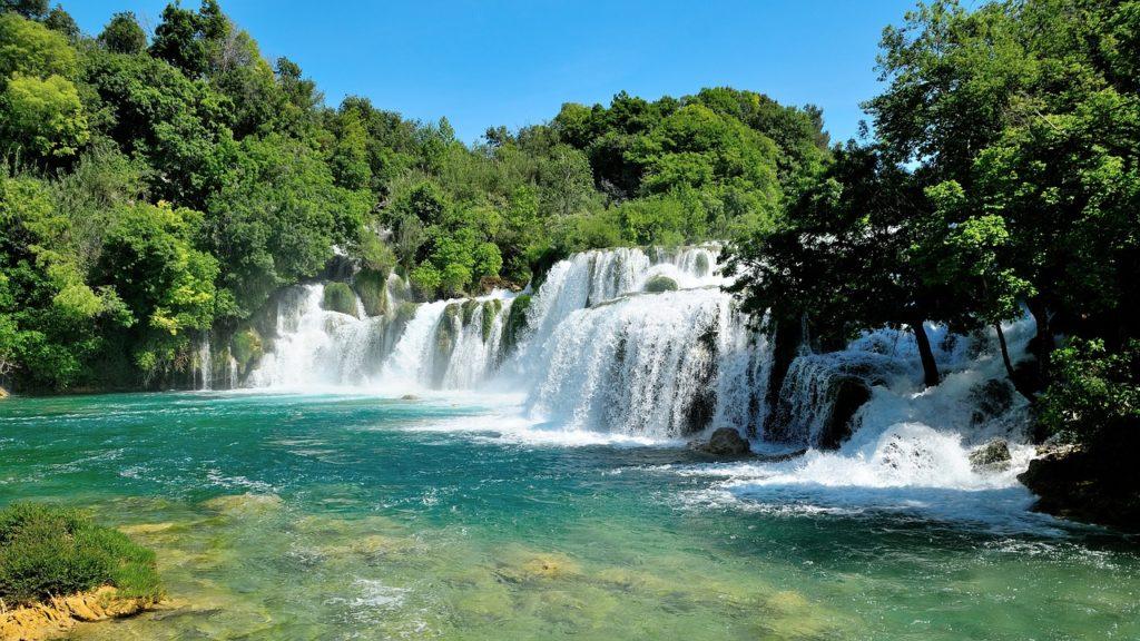 ciekawe miejsca w chorwacji - wodospad w parku krka