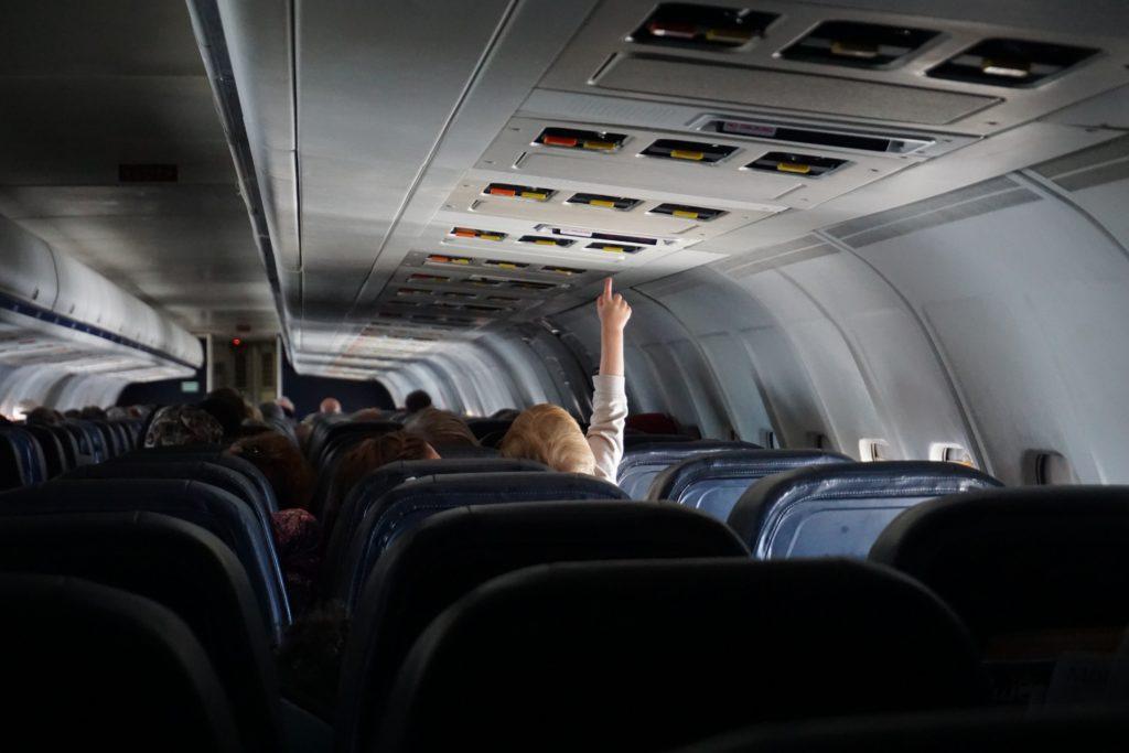 co zabrać na wakacje z dzieckiem do samolotu