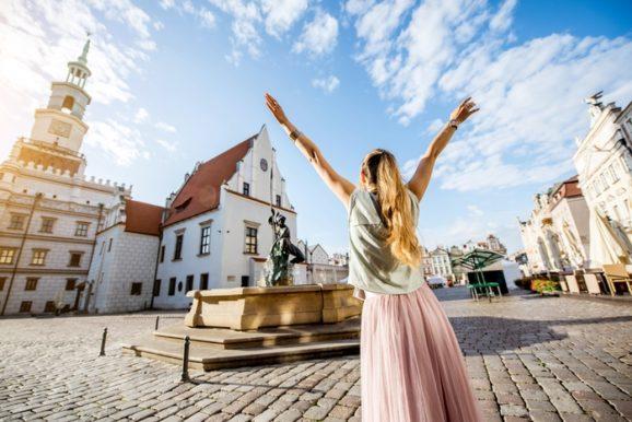 Kobieta na Rynku w Poznaniu